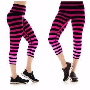 NWT K-Deer Capri Legging Laura Stripe Workout 4XL
